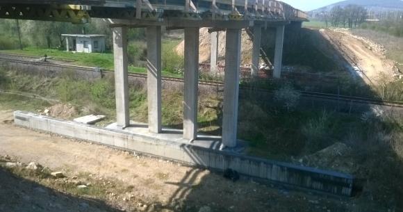Máv vasút feletti híd pillérvédő szegély építése (Villány, 2013)