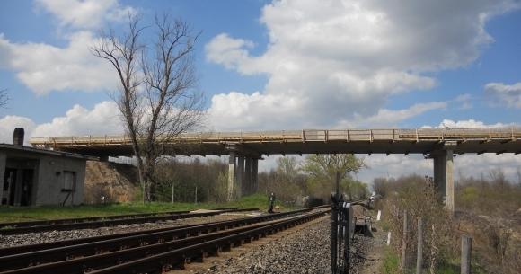 MÁV vasút feletti híd pályalemez építése (Villány, 2013)